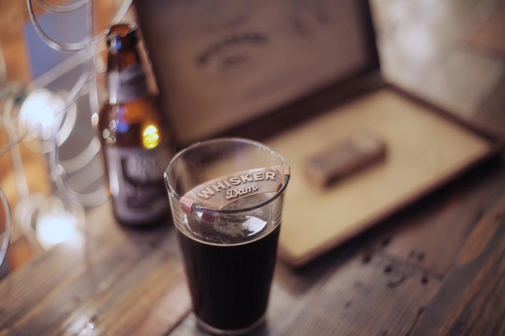口ひげをビールの泡から守る!紳士のためのオモシロ商品