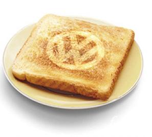 """""""ワーゲンバス""""型トースター欲しくない?しかも焼き目はVWロゴ!!"""