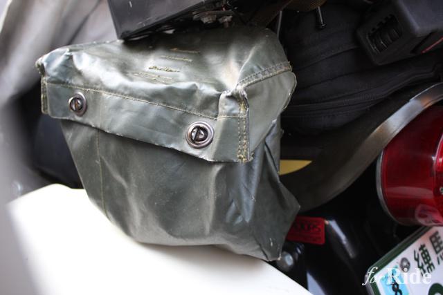 バイクに装着するバッグの中で最強に便利な素材とは?