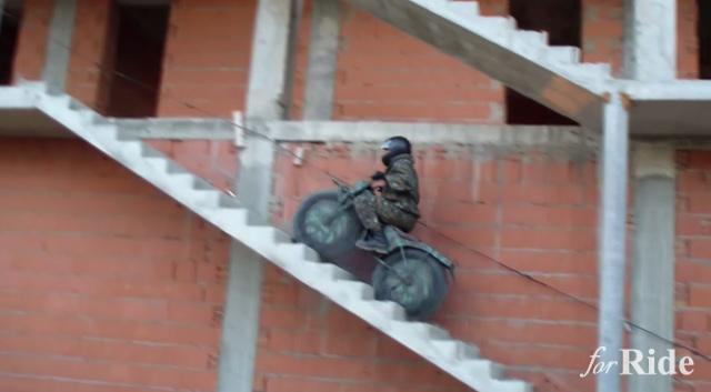 ロシア製ミリタリーバイク「Taurus2」の軽さと走破性!