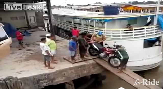 バイクを船に積みたいの!さて成功するのでしょうか?