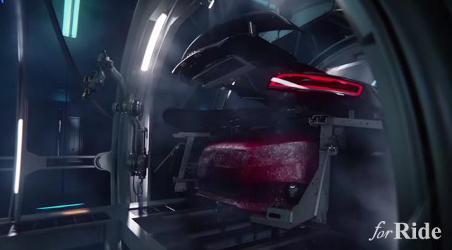 エイリアンみたい…アウディ「RS3 スポーツバック」の産卵シーン!