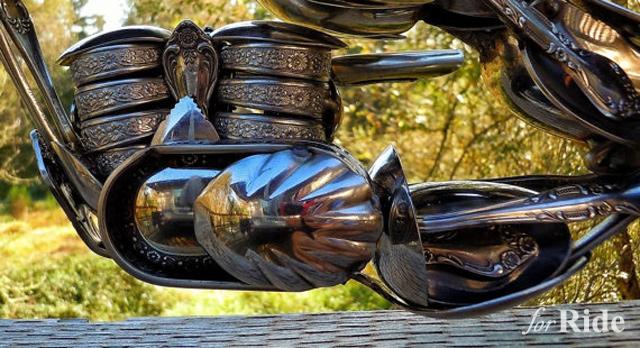 メガネ、腕時計、スプーン…様々な材料で作られたバイク模型が秀逸!