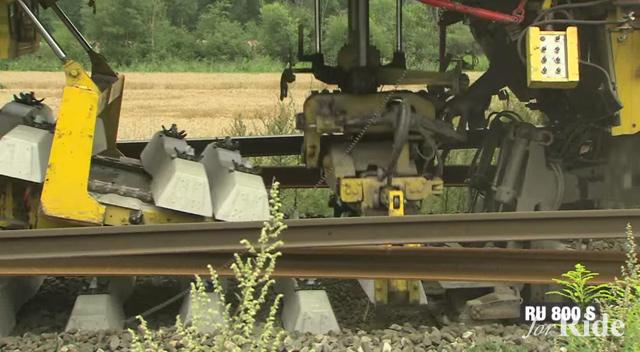 1台で線路の入れ替え作業をこなすスーパー列車「RU800S」