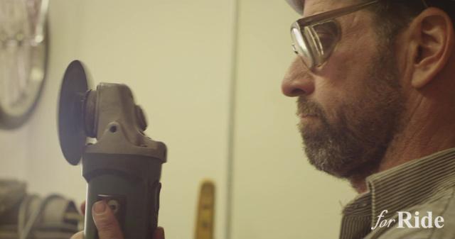 ビルダー兼プロスケーターのマックス・シャーフがガレージ作業する貴重な映像