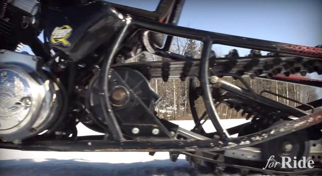 ロングスプリンガーフォークのスポーツスターエンジン搭載「スノーモービル」が存在する!?