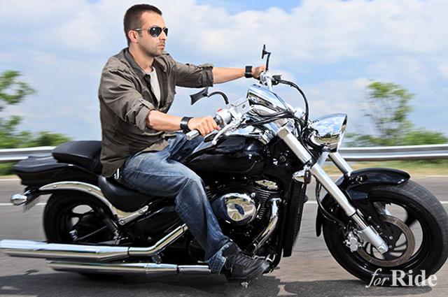 バイクで「半ヘル・イヤホン・スマホ操作」これってどれも違反なの!?