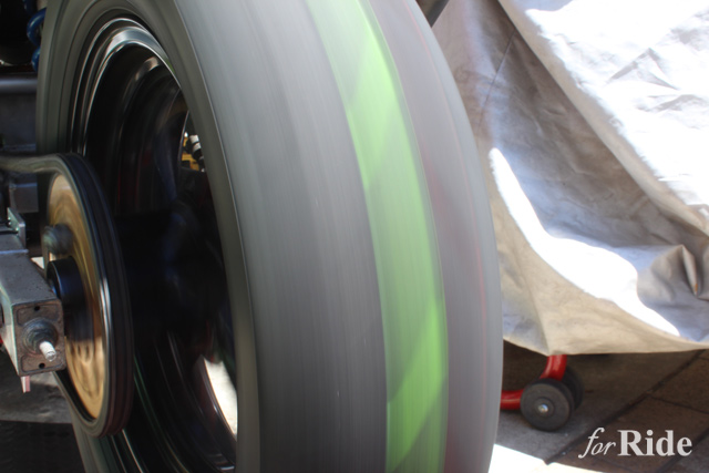 ひと手間でタイヤを劇的にクールに!タイヤのためのタイヤ専用ペンとは?