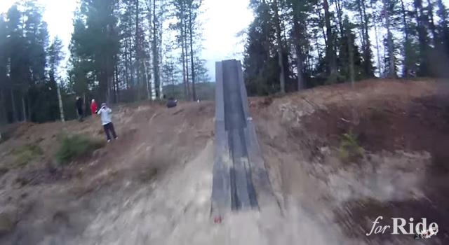 どんな絶叫マシンよりも怖い!モトクロスで40メートルジャンプ!?