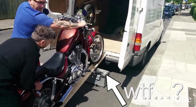 あらら…適当にバイクを積もうとしたら余計に面倒なことに!