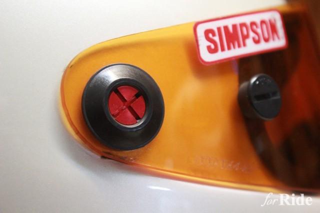 シンプソンヘルメットに差し色を入れることで簡単イメージアップ!