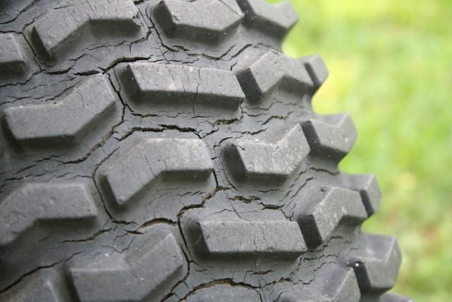 タイヤの寿命使用年数は3〜4年