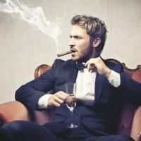 タバコを吸う男性は恋愛対象にならない!? 独身女性の約5割が回答