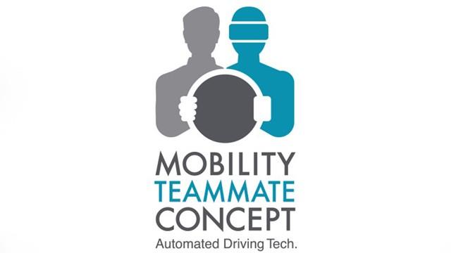 トヨタが2020年の実用化を目指し自動運転実験車を公開