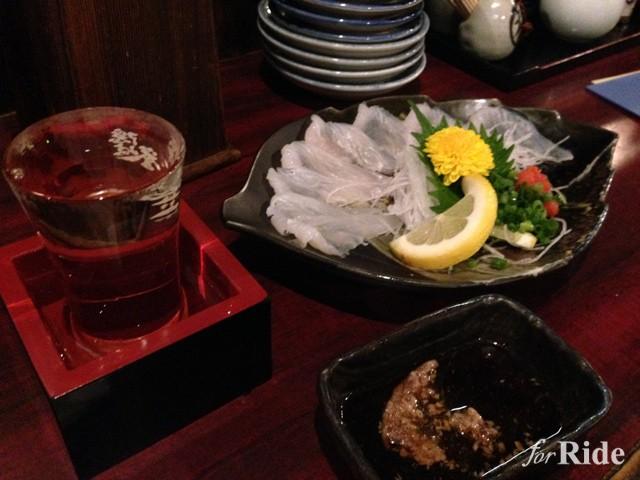 地元の肴と日本酒を楽しむのも旅の面白さ