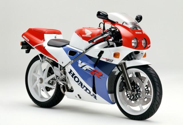 往年のレーサーレプリカ対決!ホンダ「NSR250R SP」vs ホンダ「VFR400R」