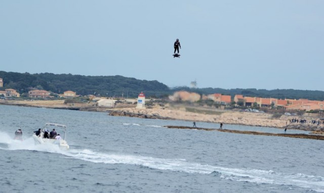 zapata-farthest-hoverboard-flight-record-flyboard-air-10