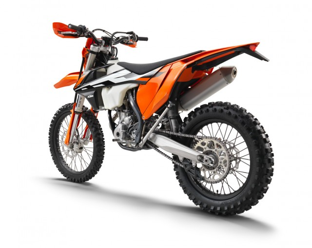 142475_KTM 250 EXC-F le rear MY2017 studio