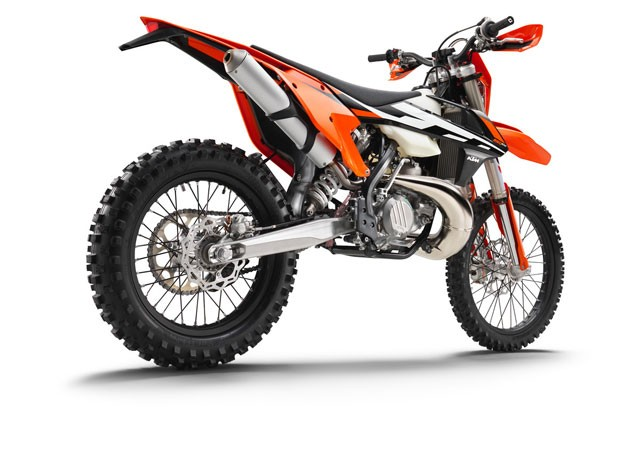 142476_KTM-250-EXC-right-rear-MY2017-studio