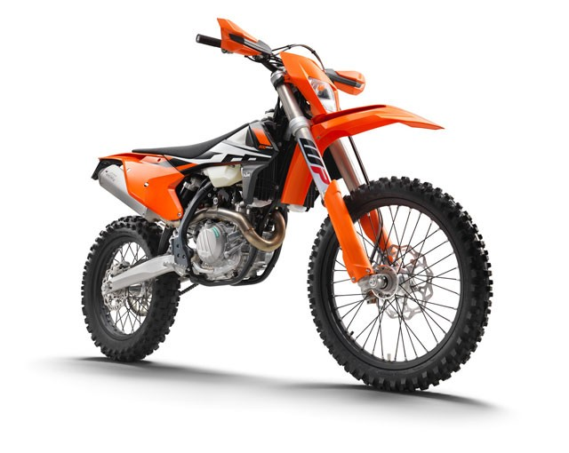 142491_KTM-500-EXC-F-right-front-MY2017-studio