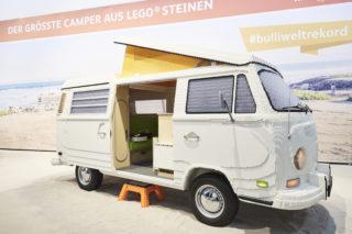 40万個のLEGOで制作!VWタイプIIのポップアップ・キャンパーは全長5m・重量700kgの実物大!