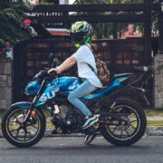 【仰天ニュース】バイク離れに終止符!?排気量によっては増えつつあるバイク販売台数
