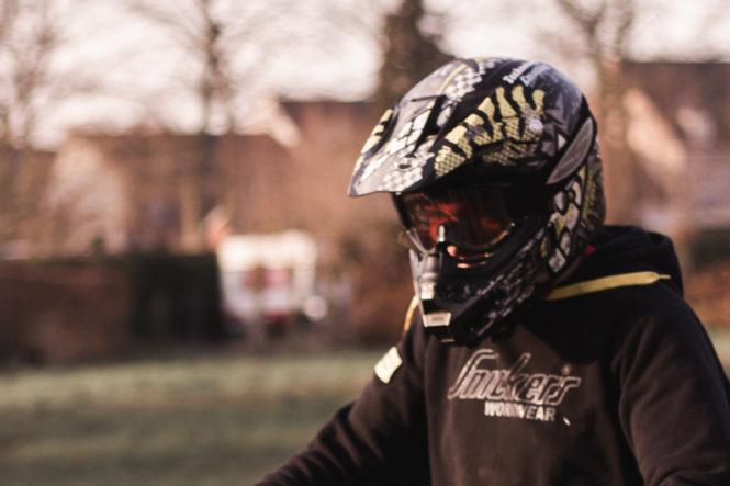 暑いヘルメット