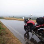 【雨の日対策!】バイクに乗ってるときに雨が降ったらどう対応したらいい!?