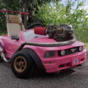アメリカ人ユーチューバーが作った魔改造バービーカー!その中身はどうなっているのか?