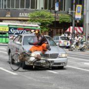 スタントマンが命がけで交通事故講習!? 縮小したスタント業界は今どこへ?