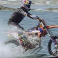 エーゲ海上を爆走するフリースタイルライダーのめっちゃ玉ヒュンな動画