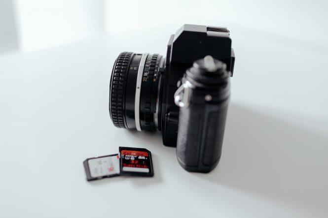 SDカードとカメラ
