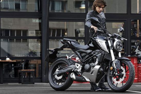 バイク ネイキッド 250cc ベネリ「TNT249S」の日本での正規販売が決定! ヨーロピアンデザインの水冷2気筒250ccネイキッドバイク【2021速報】