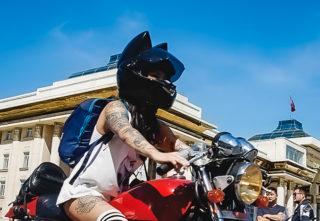 思わずフフッとなるヘルメットの飾り6選!これで子供人気も爆上がり?