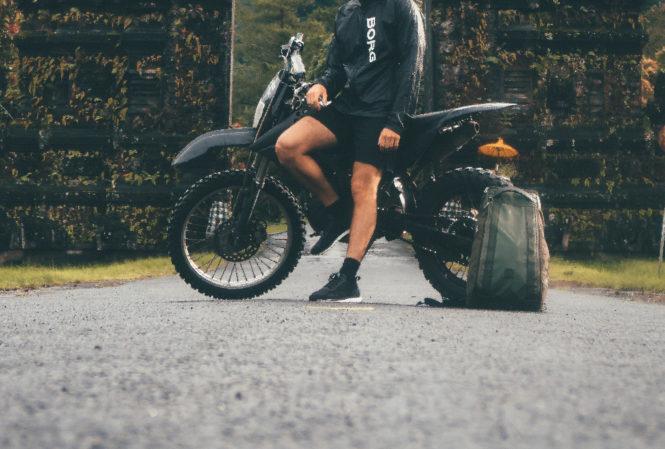 バイクと男性