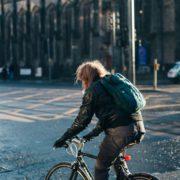 街乗りからサイクリングまで便利に使える!クロスバイクの魅力まとめ