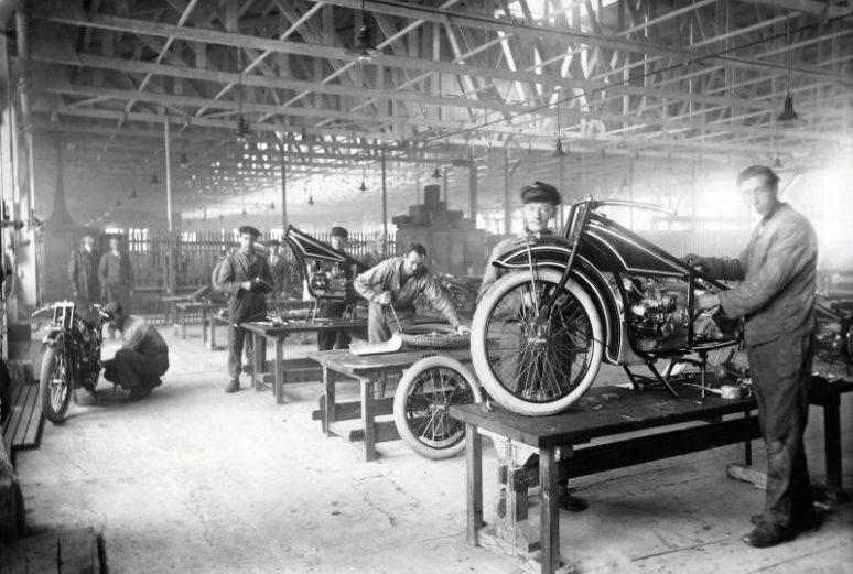 1923年バイク製造開始時のBMW